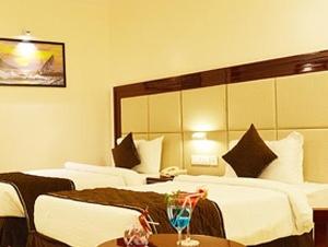 Hotels & Banquets
